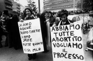 manifestazione-aborto-cartelli_aiedroma